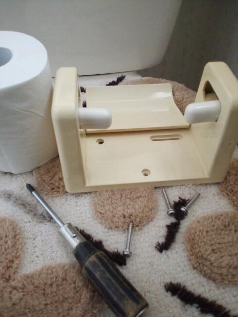 トイレットペーパーホルダーの付け方04